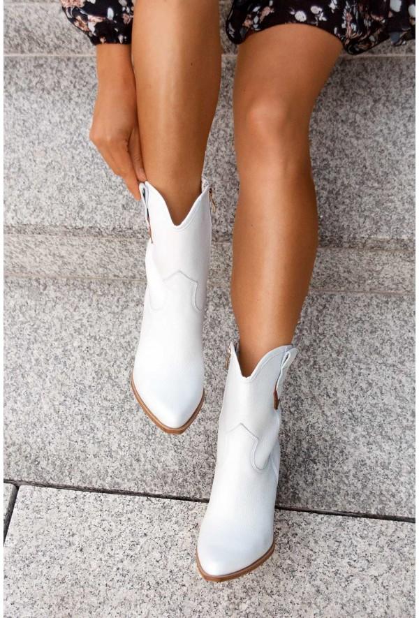Białe botki Uliana