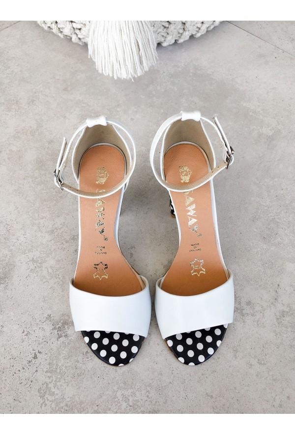 Białe sandały Shola