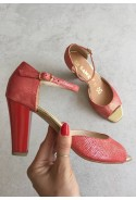 Czerwone sandały Michela
