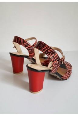 Czerwone sandały Luigina