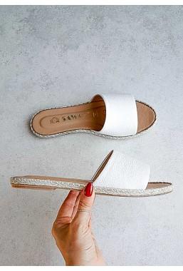 Białe klapki Asmaa