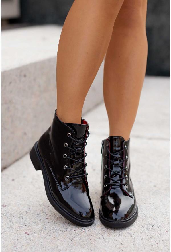 Czarne lakierowane botki Charma