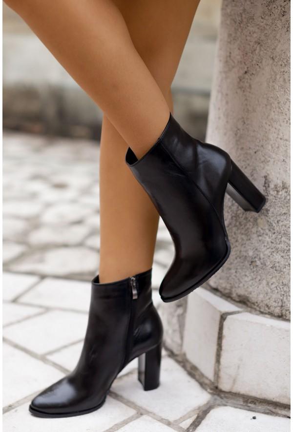 Czarne botki Carmel