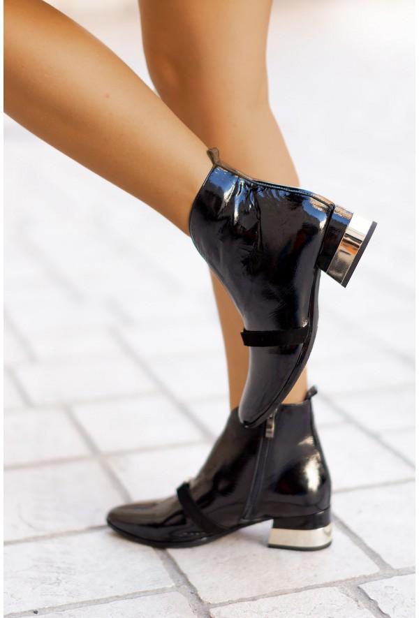 Czarne lakierowane botki Beatriz