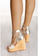 Sandały na koturnie Stella złote