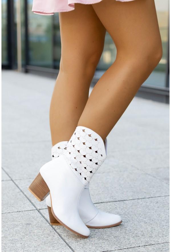 Białe botki Diana