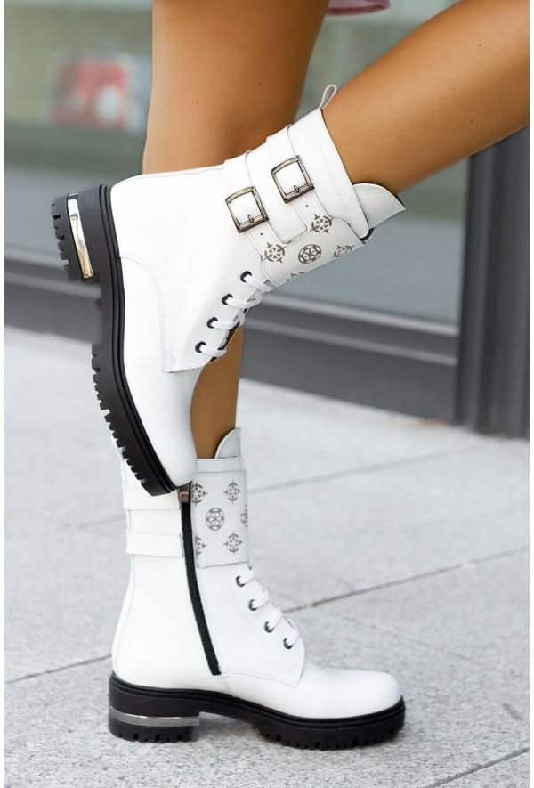 Białe botki Jody