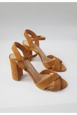 Zamszowe sandały Brica camel