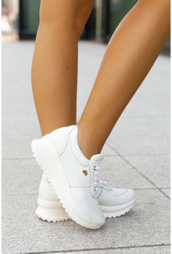 Białe sneakersy Adina