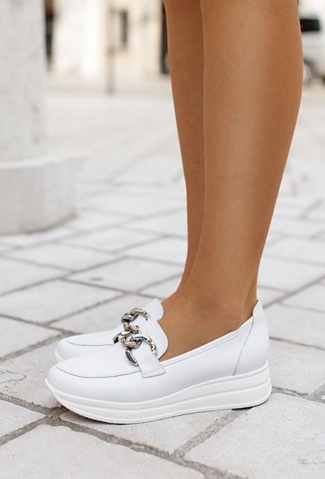 Białe mokasyny Eleni
