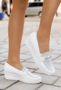 Białe mokasyny Shereen