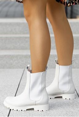 Białe botki Kareena
