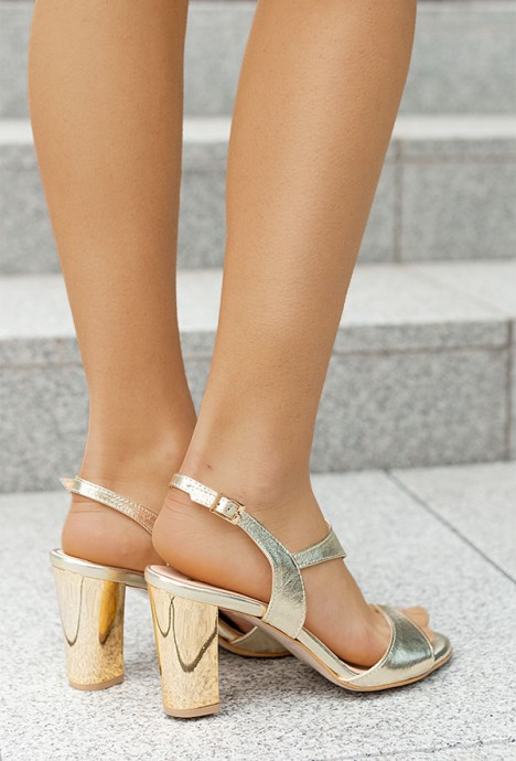 Złote sandały na słupku Maureen