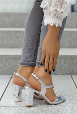 Srebrne sandały na słupku Maureen