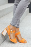 Zamszowe sandały na słupku Aniya pomarańcz