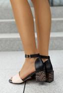 Czarne sandały na słupku Shaunie