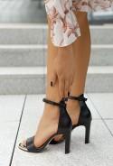 Czarne sandały na słupku Arriana