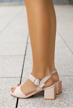 Beżowe sandały na słupku Lucinda
