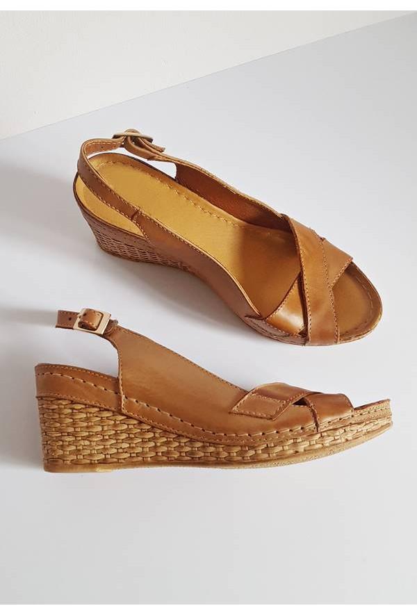 Brązowe sandały na koturnie Jasmin