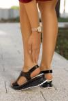 Czarne sandały na koturnie Abin