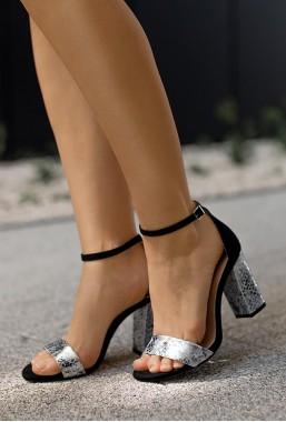 Czarne sandały na słupku Socorro
