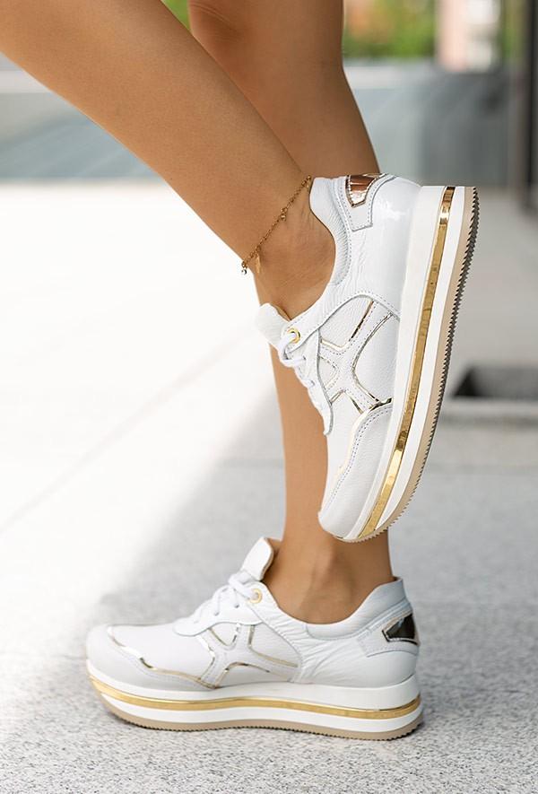 Białe sneakersy Magie