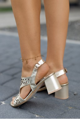 Złote sandały na słupku Agnes