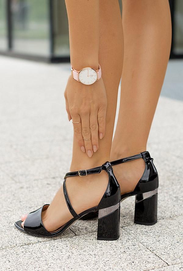 Czarne sandały na słupku Karine