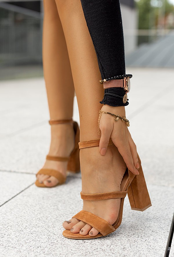 Zamszowe sandały Harleen camel