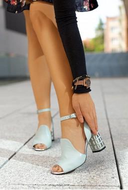Pistacjowe sandały na słupku Avena