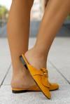 Żółte zamszowe klapki Emily