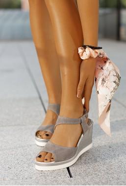 Szare sandały na koturnie Romy