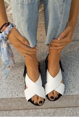 Czarno-białe sandały Elissa