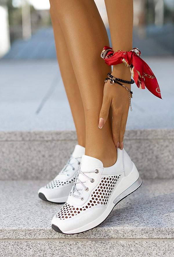 Białe ażurowe sneakersy Latoya