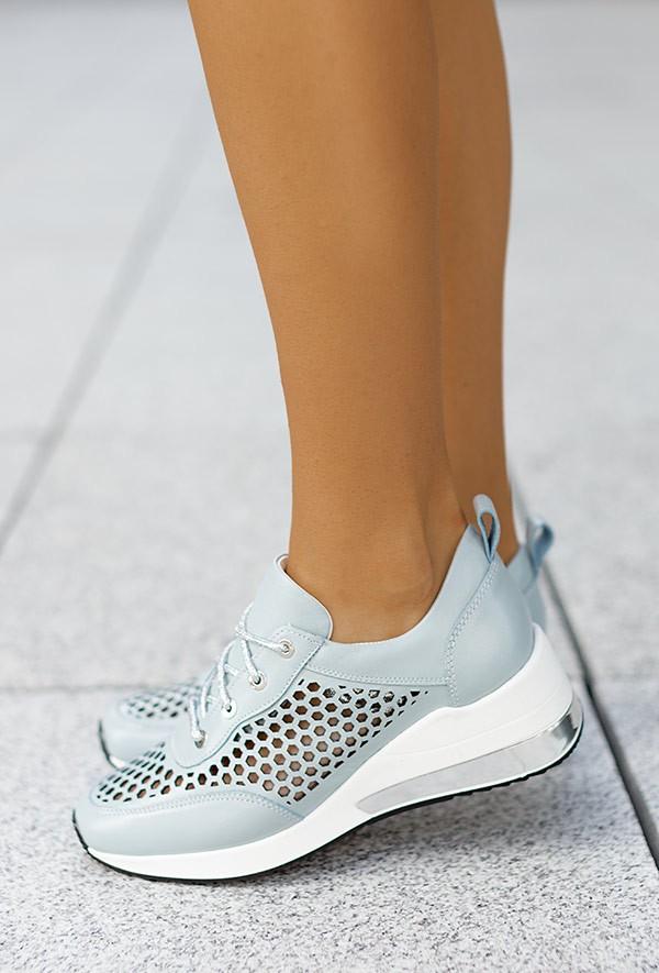 Błękitne ażurowe sneakersy Latoya