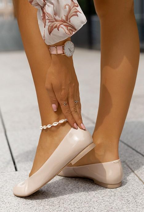 Lakierowane baleriny Tola nude
