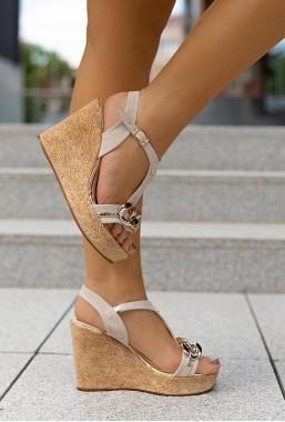 Beżowe sandały na koturnie Catena
