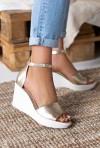Złote sandały na koturnie Laure