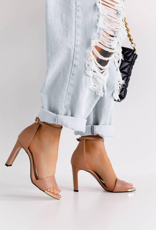 Cieliste sandały na słupku Arriana