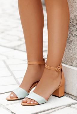 Camelowe sandały na słupku Amenda