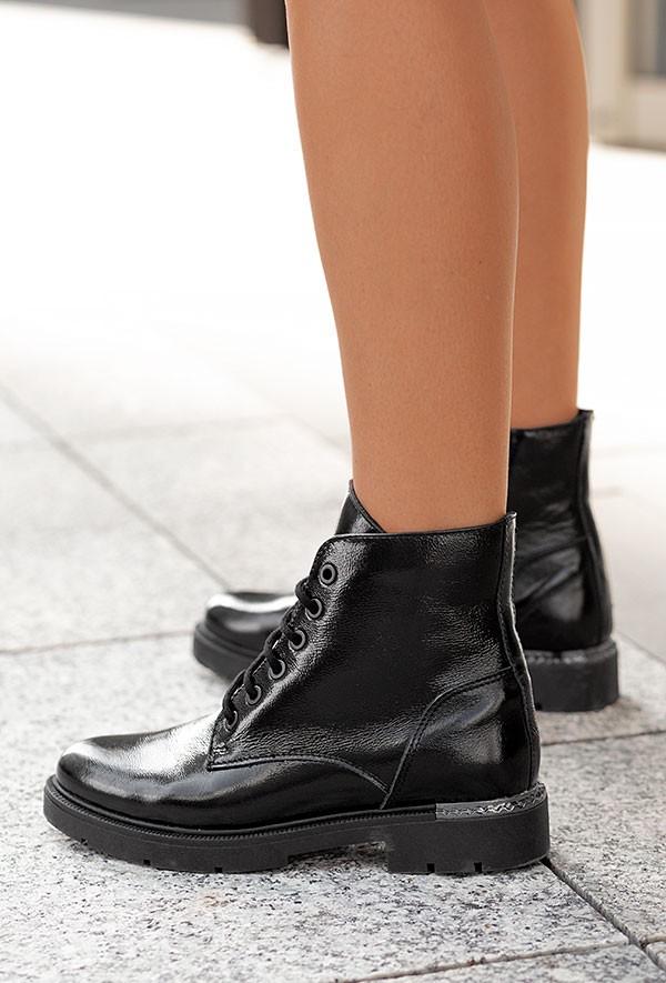 Czarne sznurowane botki Choel