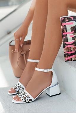 Białe sandały Leonarda pantera