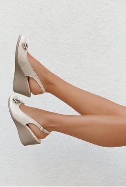 Sandały na koturnie Myla beż