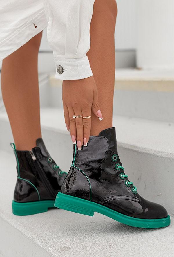 Czarne lakierowane botki Suzi verde