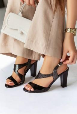 Czarne sandały na słupku Maureen