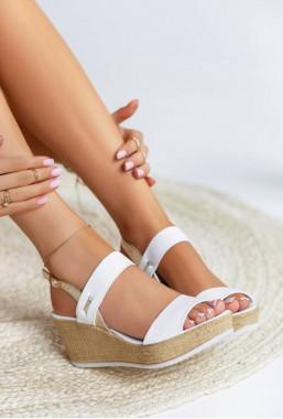 Białe sandały na koturnie Ciara
