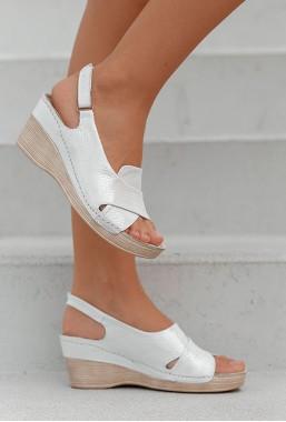 Perłowe sandały Allora