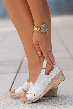Białe sandały Allora