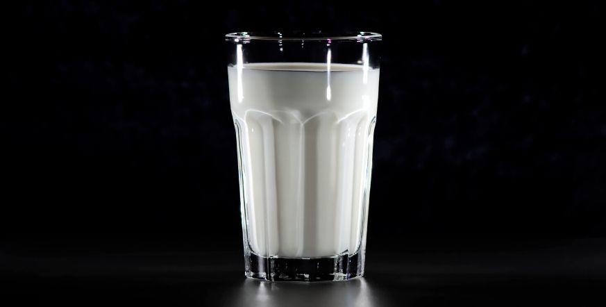 jak czyścić zamsz mlekiem i sodą oczyszczoną